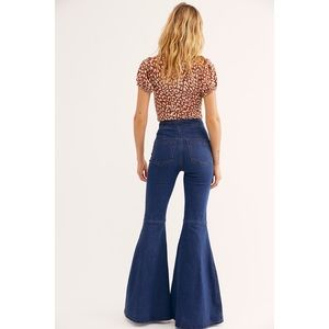 ▪️Free People▪️NWOT Know Me Better Flare Jeans